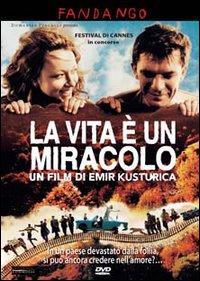 La vita è un miracolo / un film di Emir Kusturica ; musica originale Dejan Sparavaldo e Emir Kusturica ; prodotto da Alain Sarde ... [et al.] ; sceneggiatura: Ranko Bosic e Emir Kusturica